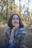 有毯子的女孩 免版税图库摄影