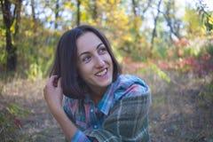 有毯子的女孩 图库摄影