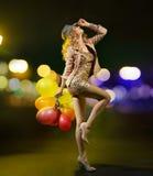 有气球的匀称女孩 库存照片