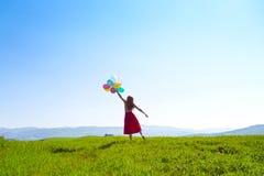 有气球的女孩 免版税库存照片