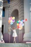 有气球的妇女 免版税库存照片