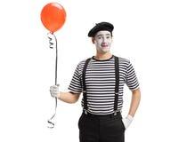 有气球的笑剧艺术家 免版税库存图片