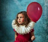 有气球的葡萄酒女孩 免版税库存照片