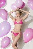 有气球的滑稽的性感的妇女 免版税图库摄影