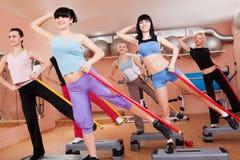 有氧执行的妇女锻炼 免版税库存图片