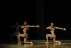 有氧运动黑天使现代舞蹈舞蹈动作设计者亨利Yu 免版税库存图片
