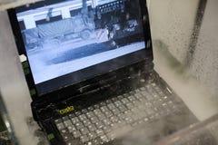 有水保护的军用耐震膝上型计算机在陈列 库存图片