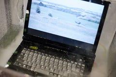 有水保护的军用耐震膝上型计算机在陈列 免版税库存图片