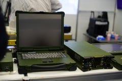 有水保护的军用耐震膝上型计算机在陈列 库存照片