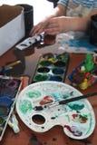 有水彩和刷子的调色板 免版税库存照片