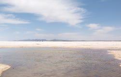 有水薄层的乌尤尼盐沼  Uyuni玻利维亚 库存照片
