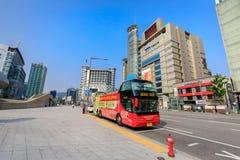 有汉城观光的公共汽车的Dongdaemun区2017 6月18日i 库存照片