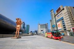 有汉城观光的公共汽车的Dongdaemun区2017 6月18日i 库存图片