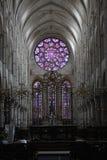 有污迹玻璃窗的教会 库存图片
