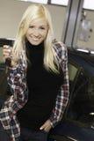 有汽车关键字的愉快的妇女 免版税库存照片