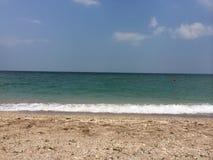 有沙子的绿浪 免版税图库摄影