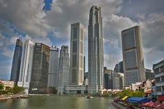 有河和大阳台的新加坡港口 库存图片
