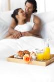 有河床的早餐恋人微笑 免版税库存图片