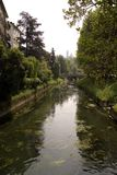 有河的威岑扎意大利叫Retrone 库存照片