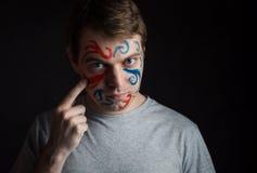 有油漆的人在他的面孔 免版税库存照片