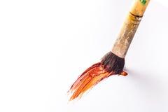 有油漆的油漆刷升火 库存照片
