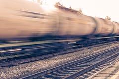 有油箱移动的火车 免版税图库摄影