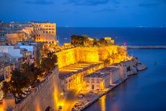 有沿海岸区的美丽的欧洲在ni的城市瓦莱塔和街道 免版税图库摄影