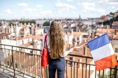有法国旗子的妇女在利昂 免版税图库摄影