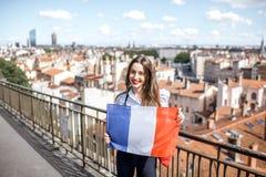 有法国旗子的妇女在利昂 免版税库存照片