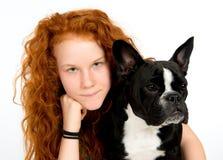 有法国牛头犬的女孩 库存照片