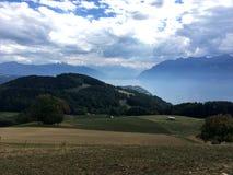 有法国阿尔卑斯的有薄雾的湖Leman 免版税库存图片