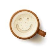 有泡沫的饮料和微笑的面孔的木杯子 免版税图库摄影