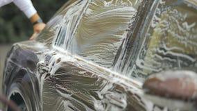 有泡沫的,有益的事务洗车服务雇员清洁豪华汽车 股票视频