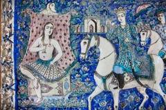 有波斯王子和公主日期的图片的葡萄酒陶瓷砖,被保存从19世纪在伊朗 库存照片