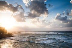 有波浪的地中海 库存图片