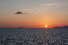 有波浪的浪漫热带海 库存照片
