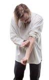 有注射器的上瘾者白肤金发的人 免版税库存图片