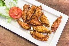 有泰国样式味道的被油炸的鸡翼 免版税库存图片