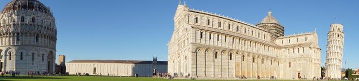 有洗礼池和Campenille的比萨大教堂 免版税库存照片