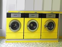 有洗衣机的自动自动洗衣店对洗涤 库存照片