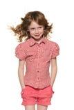 有流动的头发的快乐的小女孩 免版税库存照片