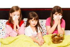 有流感的小女孩 库存照片