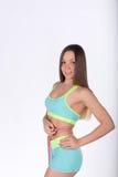有测量的卷尺腰部的美丽的健身妇女 免版税库存图片