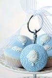有浮雕的贝壳杯形蛋糕 库存照片