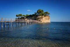有浮雕的贝壳海岛的晴朗的夏天视图 在口岸Sostis,扎金索斯州Zante海岛,希腊,欧洲的美丽如画的早晨场面 义卖市场 免版税图库摄影