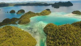 有海岛的蓝色盐水湖 股票视频