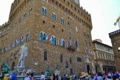 有海王星Fontana d喷泉的Palazzo Vecchio老宫殿  免版税图库摄影