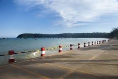 有海风景的海滩路 图库摄影