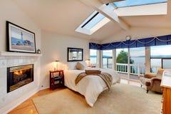 有海洋概念的拱顶式顶棚卧室在雷东多华盛顿 库存照片