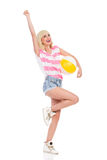 有海滩球的愉快的夏天女孩 库存照片